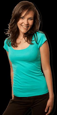 aa0a4f1268c076 Frau trägt T-Shirt mit weitem U-Ausschnitt zum bedrucken