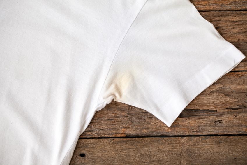 deoflecken entfernen das hilft gegen harte eingetrocknete deoflecken. Black Bedroom Furniture Sets. Home Design Ideas