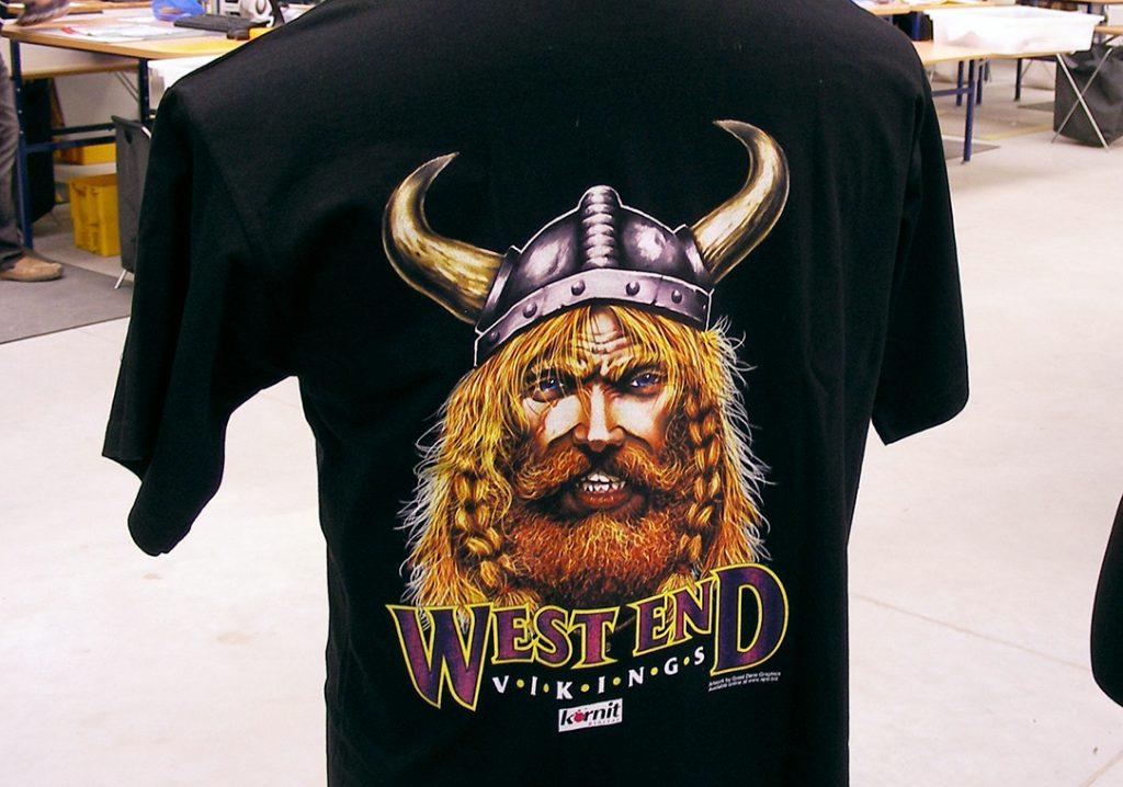 Digitaldruck Motiv auf schwarzen T-Shirt