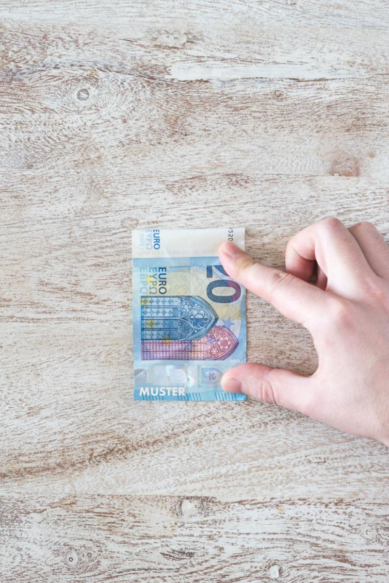 Anleitung: Wie du ein T-Shirt / Hemd Geldschein falten kannst