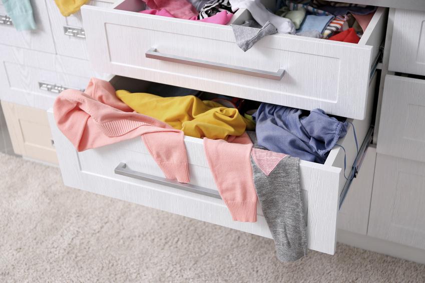 ideen f r mehr ordnung im kleiderschrank mit system zu mehr ordnung. Black Bedroom Furniture Sets. Home Design Ideas