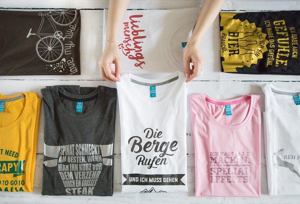 T-Shirt mit Glitzerdruck